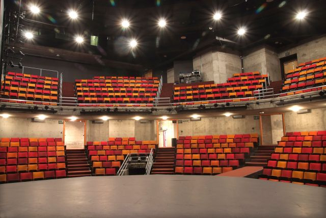 Theater1-a